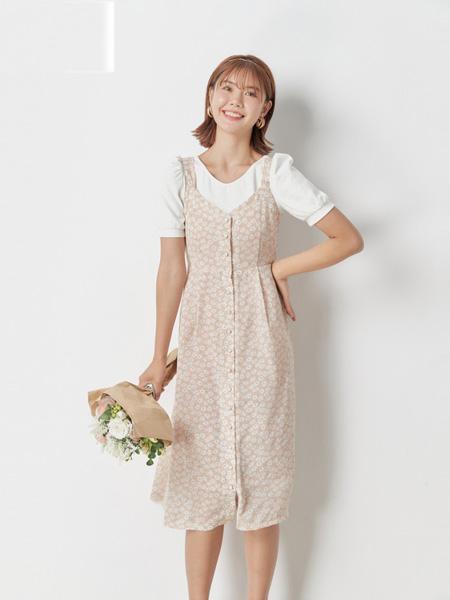 Nice Claup女装女装品牌2020春夏吊带修身浅粉色连衣裙白色上衣