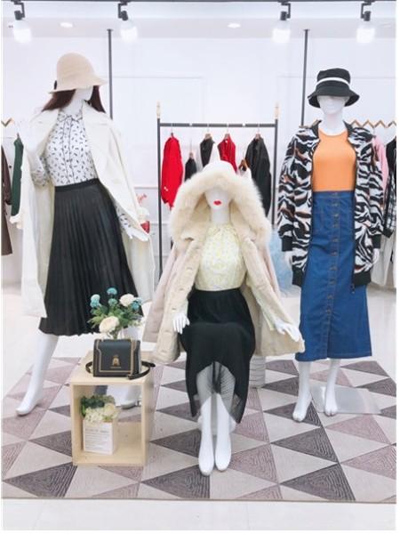 2020秋冬款品牌女装折扣尾货店铺,品牌女装折扣尾货批发货源