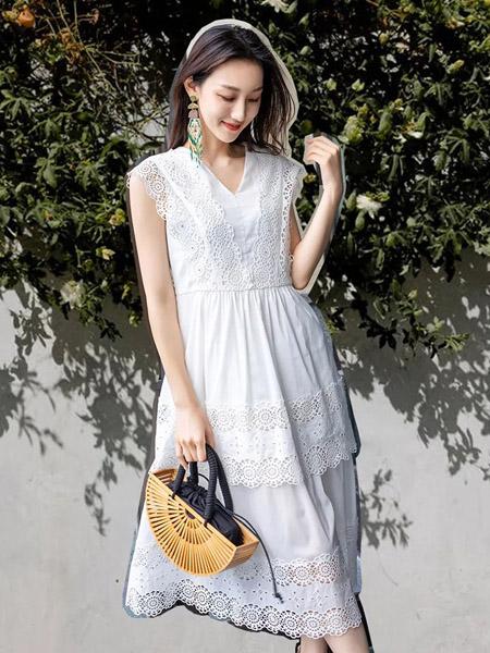 卡索女装品牌2020春夏V领蕾丝织花无袖白色连衣裙