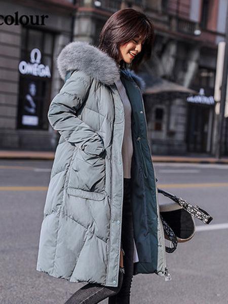 欧珂OLDCOLOUR女装品牌2020秋冬蓝色长羽绒服