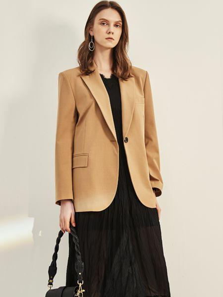 迪卡轩女装品牌2020秋季卡其色西装外套