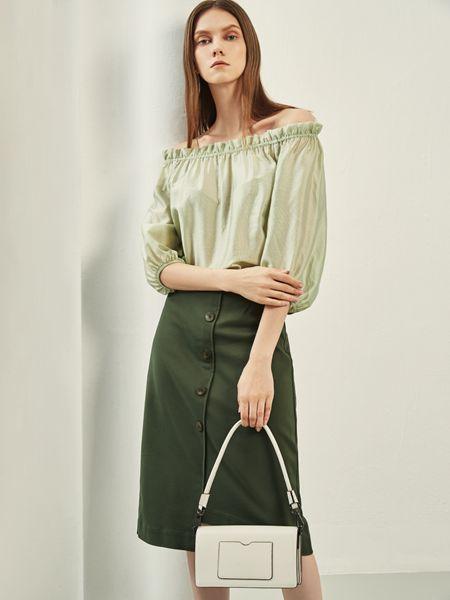 迪卡轩女装品牌2020秋季露肩绿色上衣