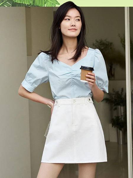 洛可可女装品牌2020春夏V领蓝色上衣白色半裙