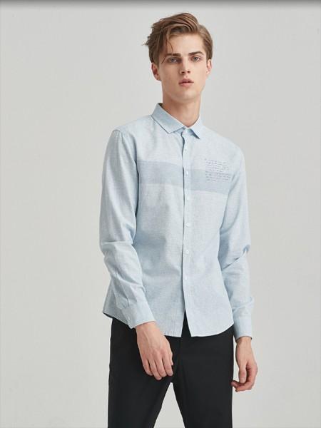 空间男装品牌2020春浅蓝色翻领衬衫