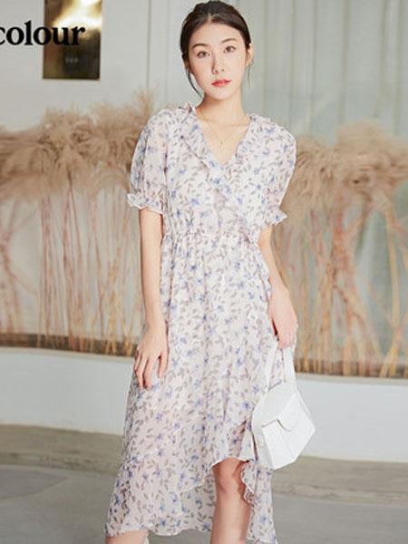 欧珂OLDCOLOUR女装品牌2020春夏碎花连衣裙V领碎花