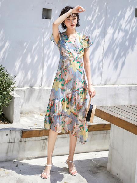 风笛女装品牌2020春夏V领修身连衣裙紫色花朵