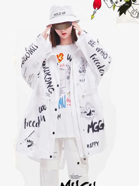 木果果木女装品牌2020秋季字母白色连帽外套