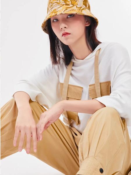 木果果木女装品牌2020秋季吊带卡其色长裤