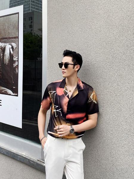 穿上啄木鸟男装 高端优雅有品位 惹得旁人羡煞!