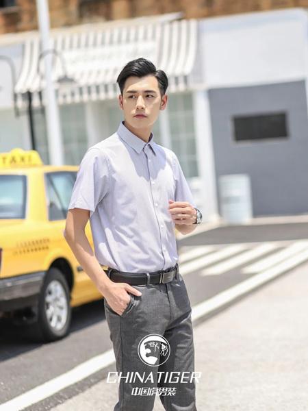 中国虎男装品牌2020春夏翻领浅灰色衬衫