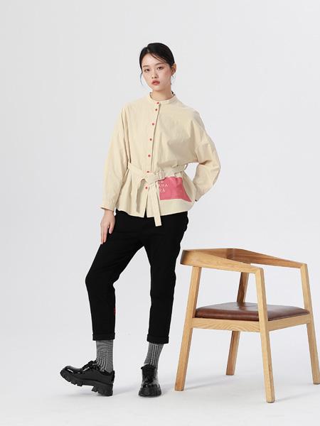 BUKHARA布卡拉女装品牌2020秋季浅卡其色外套