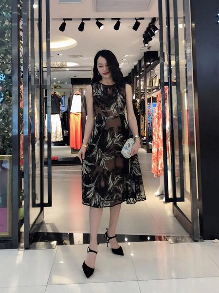 伯妮斯茵ERNIEELEN女装品牌2020春夏连衣裙--《燃烧的灵魂--梵高》