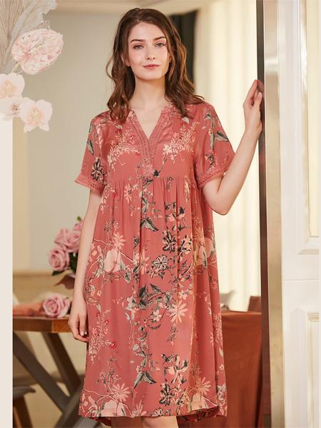 诺曼蒂克女装品牌2020春夏V领粉色花朵枝叶连衣裙