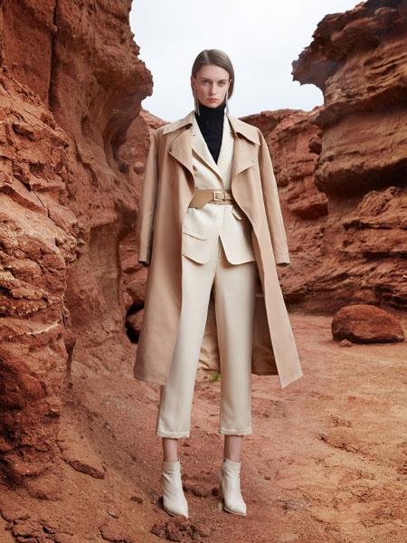 芝仪女装品牌2020秋季米色风衣外套