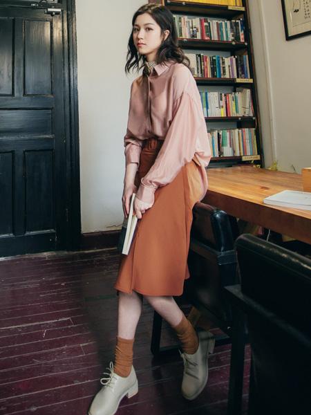 pit女装品牌2020秋季粉色衬衫橙色半裙