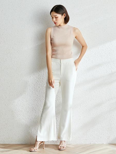 法路易娜女装品牌2020春夏无袖紧身浅粉色针织衫