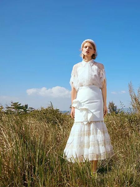 朗美睿女装品牌2020春夏翻领白色雪纺衫半裙
