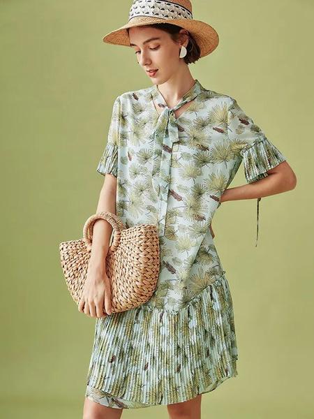 云上生活女装品牌2020春夏青色树叶碎花连衣裙