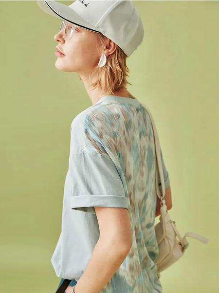 云上生活女装品牌2020春夏灰色T恤