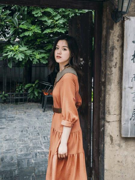 pit女装品牌2020秋季橙色连衣裙收腰
