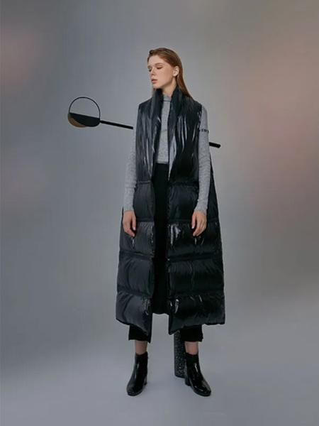 意澳女装品牌2020秋季黑色中长款无袖外套