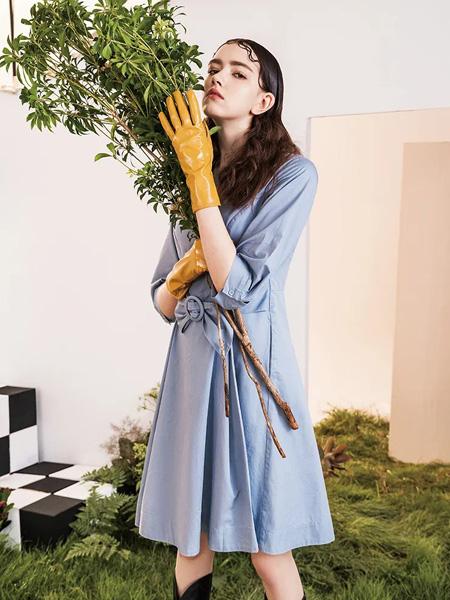 素言女装品牌2020秋季蓝色收腰连衣裙