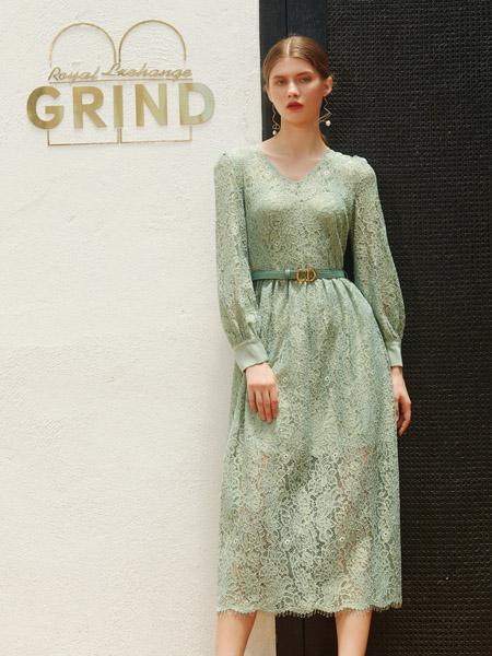 例格女装品牌2020秋季绿色蕾丝V领织花连衣裙