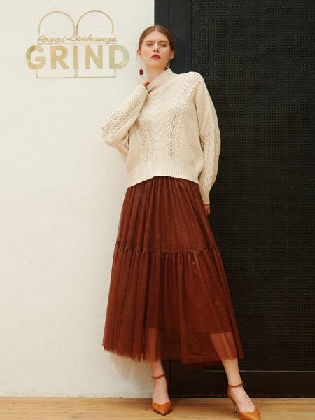 例格女装品牌2020秋季米色高领针织衫毛衣
