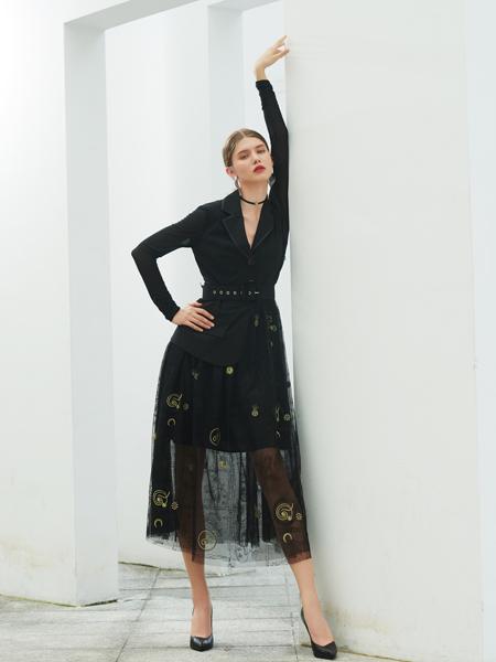 例格女装品牌2020秋季V领黑色西装外套黑色半裙