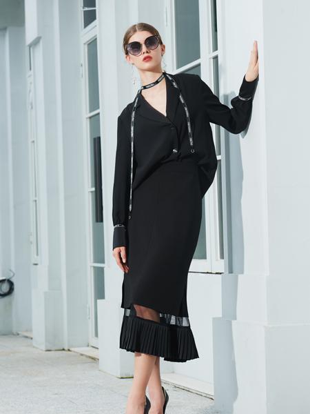 例格女装品牌2020秋季V领黑色连衣裙