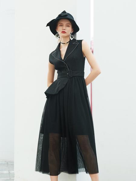 例格女装品牌2020秋季V领黑色皮带收腰连衣裙