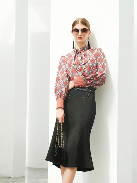 例格女装品牌2020秋季圆领几何图红色雪纺衫黑色半裙