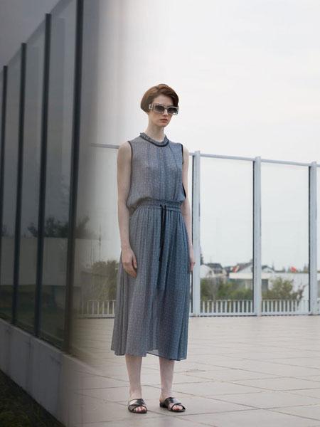 落地客女装品牌2020春夏新款无袖纯色连体衣