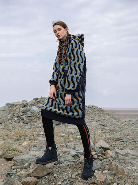 半圆女装品牌2020秋季新款羽绒羊毛呢拼接中长款连帽连衣裙