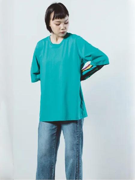 中国设计师品牌奕色 简约清新的款式 带你重回纯真时代