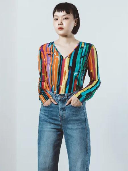 奕色女装 经典时尚 是秋季里惊艳人心的彩虹