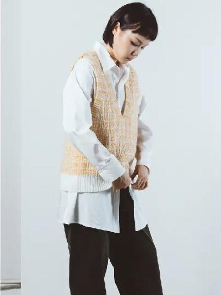奕色精心设计的女装单品 将优雅与美丽穿在身上!