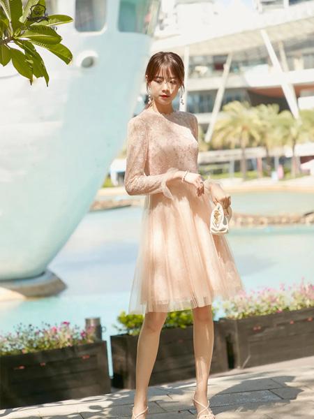 季候风女装品牌2020秋季肤色网纱连衣裙