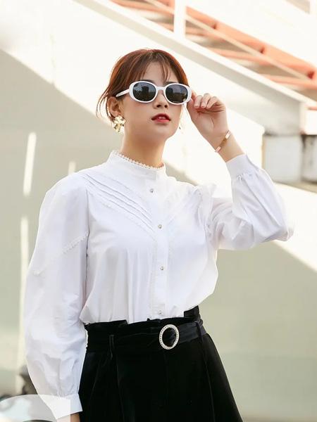 季候风女装品牌2020秋季长袖白色上衣