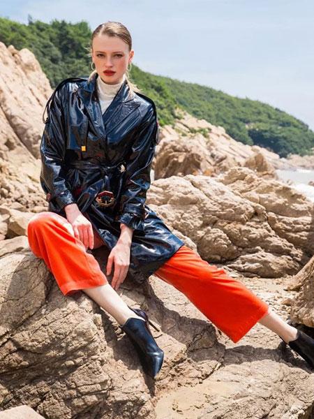 李爱木子LAMZ女装品牌2020春夏超酷有范长袖皮衣