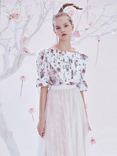 BlingBlingQuinn女装品牌2020春夏碎花一字肩衬衣