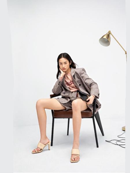 esons女装品牌2020秋季灰色西装套装