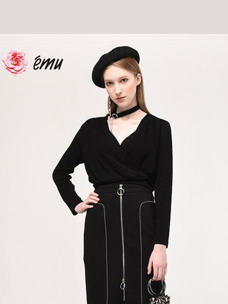 依妙女装品牌2020emu/依妙黑色针织衫弹力闪闪针织上衣含装饰