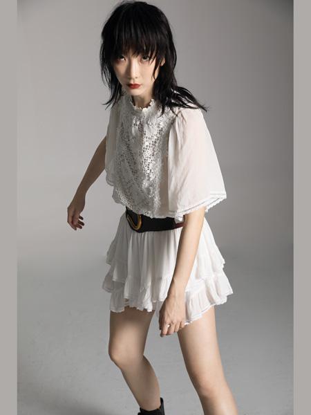 AttinaLife阿缇娜女装品牌2020秋季皮带收腰白色连衣裙
