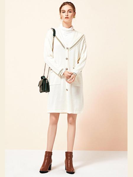 雅意娜菲女装品牌2020秋冬圆领单排扣白色连衣裙