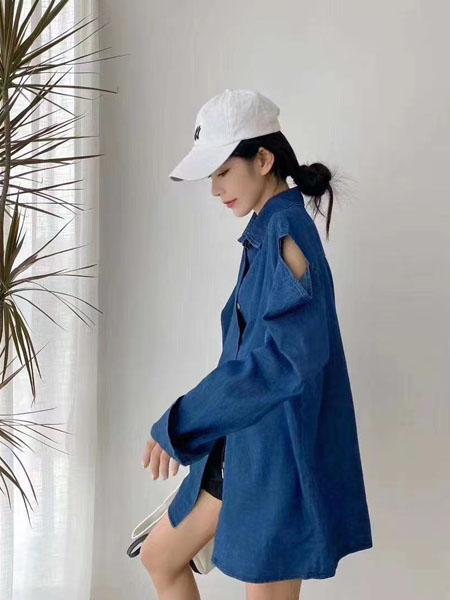 每依站女装品牌2020春夏露肩深蓝色外套宽松长款