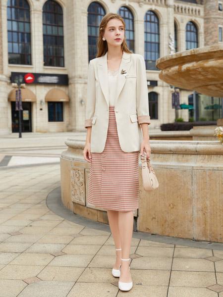 春美多女装品牌2020秋季米色西装外套粉色横纹半裙