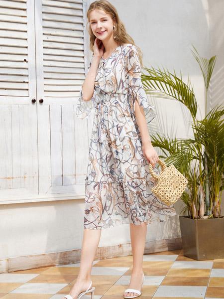 春美多女装品牌2020秋季V领白色时尚印花连衣裙雪纺