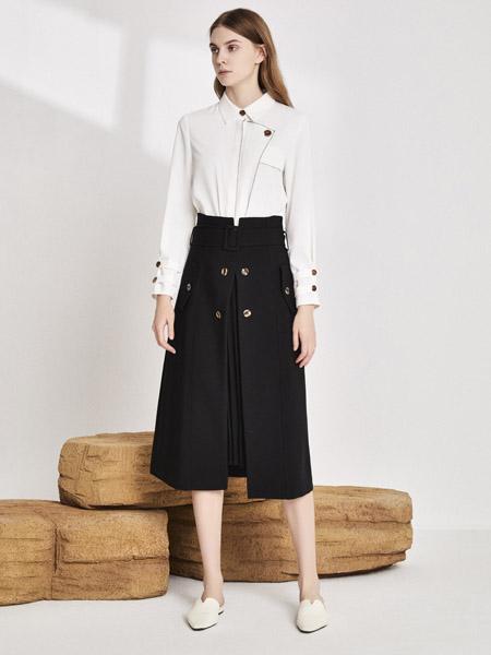 你即永恒女装品牌2020秋季翻领白色衬衫黑色半身裙