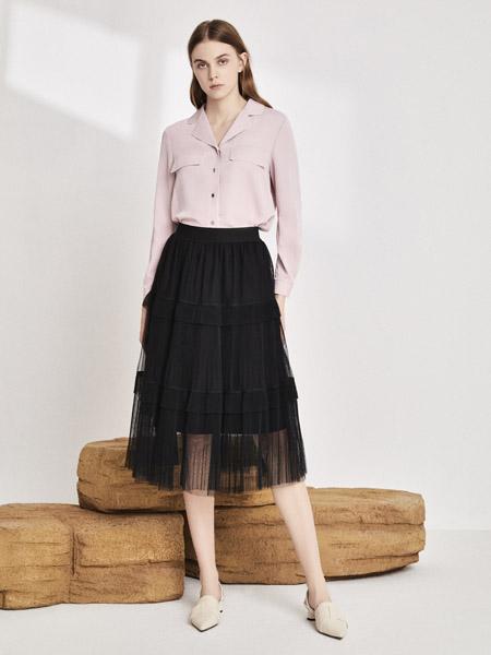 你即永恒女装品牌2020秋季有口袋V领浅粉色衬衫网纱黑色半裙